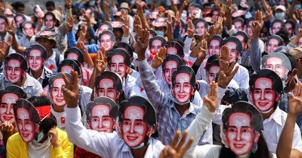 Bà Suu Kyi xuất hiện tại tòa, trông khỏe mạnh dù ''có vẻ giảm cân một chút''