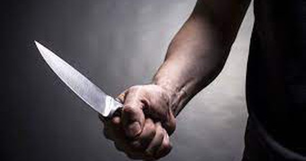 Sau va chạm giao thông, nam thanh niên rút dao đâm gục đối phương