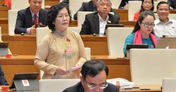 Đề nghị ra luật để nam giới cũng phải mặc áo dài truyền thống