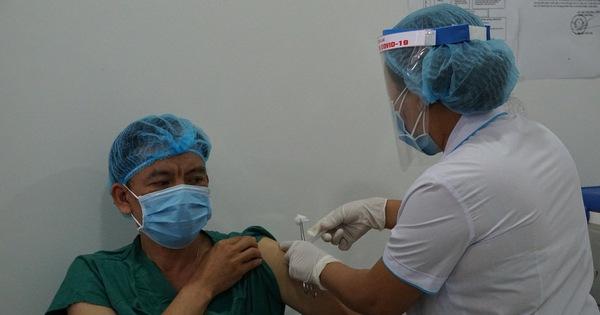 Gia Lai tiêm vắc xin COVID-19 cho nhân viên tuyến đầu chống dịch