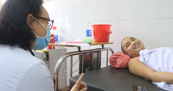 Tâm thư của chàng trai máu không đông: 'Cảm ơn bác sĩ những lần đi xin cơm cho con'