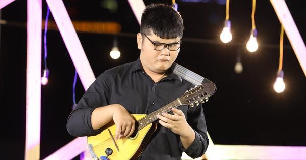 Sô diễn cuộc đời: Đêm nhạc thăng hoa của chàng trai khiếm thị chơi 14 nhạc cụ