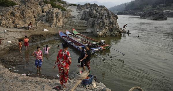 Myanmar bắn cảnh cáo tàu Thái Lan, đề phòng tiếp tế cho phe chống đối