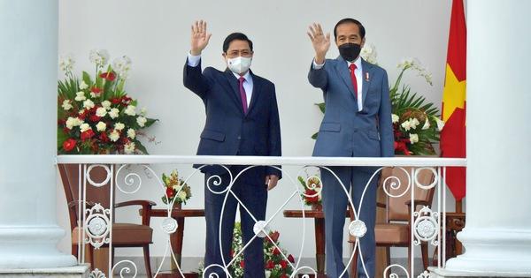 Thủ tướng Phạm Minh Chính gặp Tổng thống Indonesia Joko Widodo