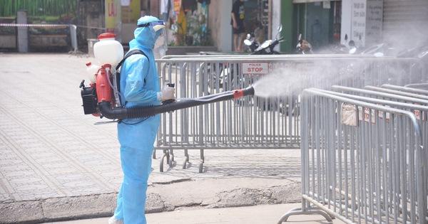 Hà Nội phong tỏa chung cư hơn 1.500 dân liên quan ca nhiễm COVID-19 mới