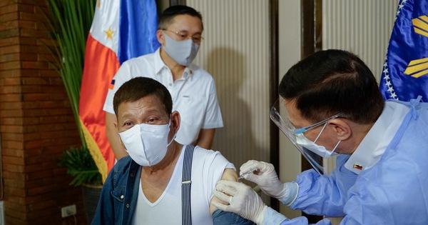 Ông Duterte đòi trả lại vắc xin Sinopharm do Trung Quốc tài trợ