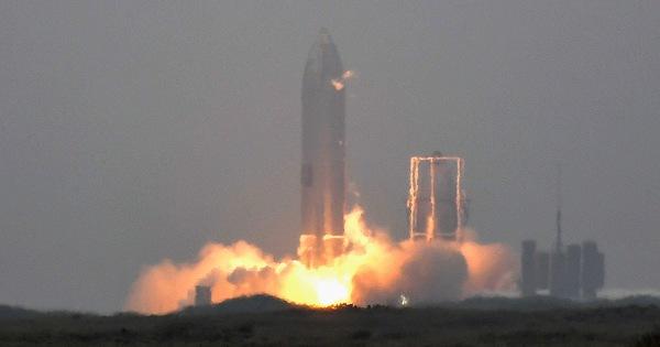 Tàu con thoi Starship hạ cánh ổn sau những thử nghiệm thất bại