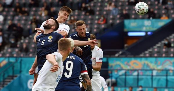 Scotland - CH Czech (hết hiệp 1) 0-1: Schick mở tỉ số bằng đầu