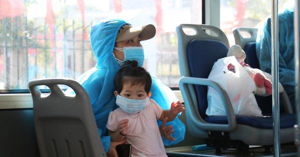 Hà Nội đón gần 300 công nhân từ 'lõi dịch' Bắc Giang về dù vẫn còn dịch