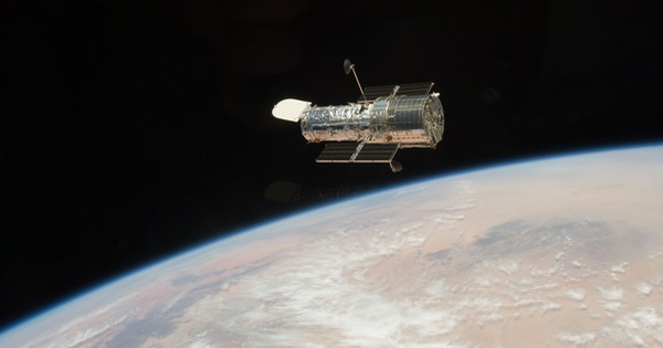 ''Mắt thần'' của Trái Đất, kính viễn vọng Hubble, bị sự cố phải ngừng hoạt động
