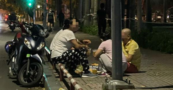 3 ông 2 bà ở các nơi hẹn nhau đến vỉa hè công viên Gia Định bày mâm nhậu