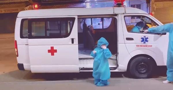 Bé gái 'F0' 5 tuổi ngoan ngoãn lên xe đi điều trị COVID-19 nhói lòng người - Tuổi Trẻ Online
