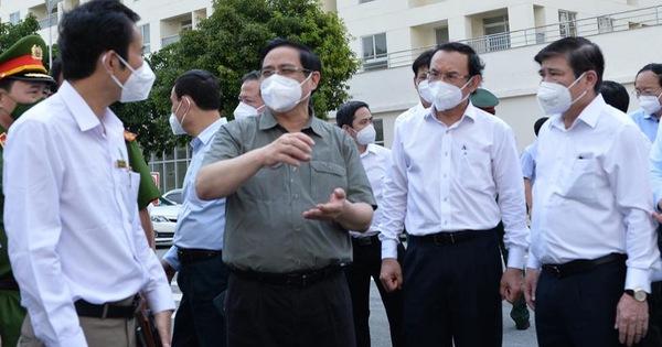Thủ tướng kiểm tra bệnh viện dã chiến điều trị COVID-19 tại TP Thủ Đức