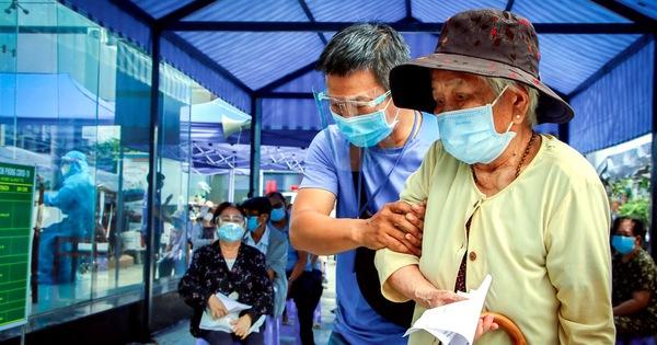 TP.HCM tiêm vắc xin đợt 5: Ưu tiên người cao tuổi, người nghèo