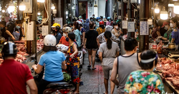 Hà Nội: Chỉ thị giãn cách xã hội ban hành lúc nửa đêm, chợ sáng ngày rằm vẫn đông người
