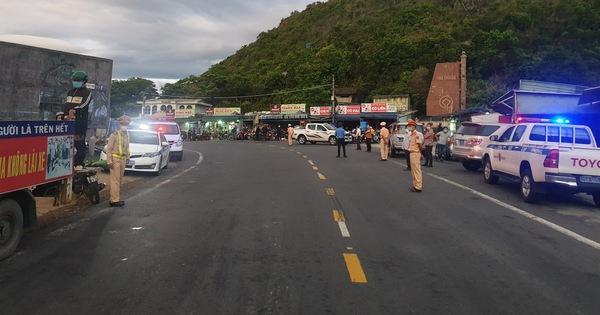 CSGT Đà Nẵng dẫn đường, tiếp tế thức ăn cho đoàn xe máy từ TP.HCM về quê Huế, Quảng Trị...