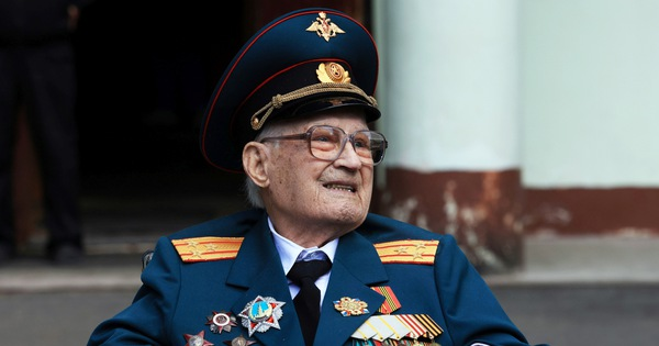 Cụ ông 102 tuổi, tổn thương phổi 80% vì COVID-19, đã thắng thần chết
