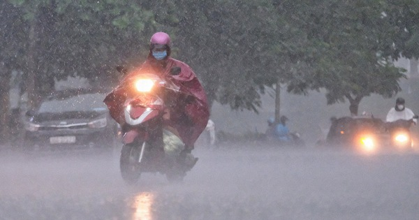 Bắc và Nam Bộ mưa dông, Trung Bộ nắng nóng kéo dài