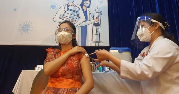 Bộ trưởng Bộ Y tế Nguyễn Thanh Long: 'Vắc xin về đến đâu tiêm hết đến đó'