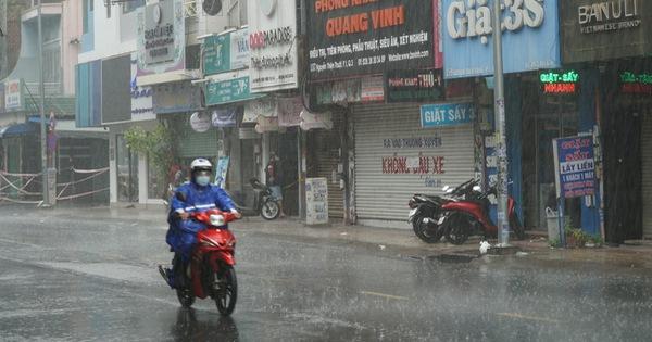 Hôm nay, TP.HCM đề phòng mưa dông sớm