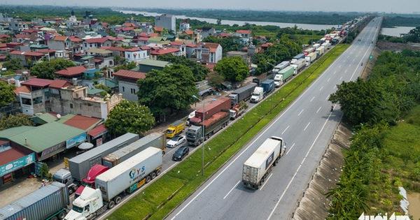 Bộ Công thương: 'Hỏa tốc' tiêm vắc xin cho lao động ngành vận tải và logistics