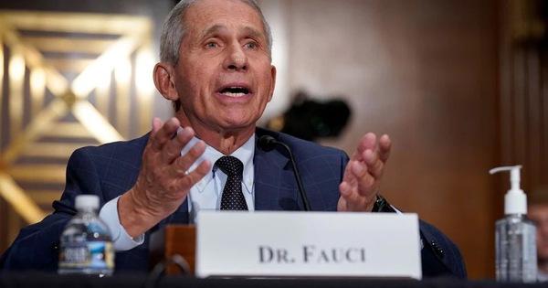 Ông Fauci: Mỹ nên sớm phê duyệt đầy đủ cho vắc xin COVID-19