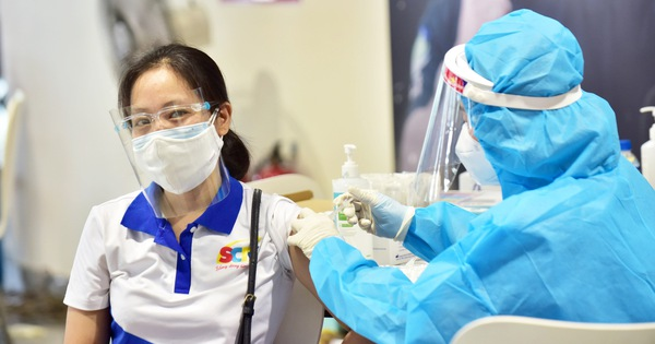 Tối 1-8: Cả nước thêm 4.246 ca, đã tiêm hơn 6 triệu liều vắc xin