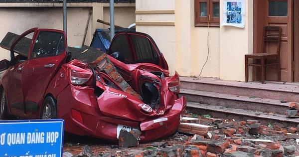 Đổ tường trong cơn dông đè bẹp ôtô, Bắc và Bắc Trung Bộ mưa lớn trong 2 ngày