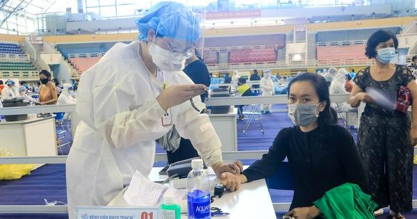 HỎI - ĐÁP về dịch COVID-19: Quá thời hạn tiêm mũi 2 vắc xin COVID-19, có cần tiêm lại từ đầu?