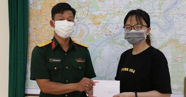 Trao tiền hỗ trợ 3 trẻ mồ côi vì đại dịch