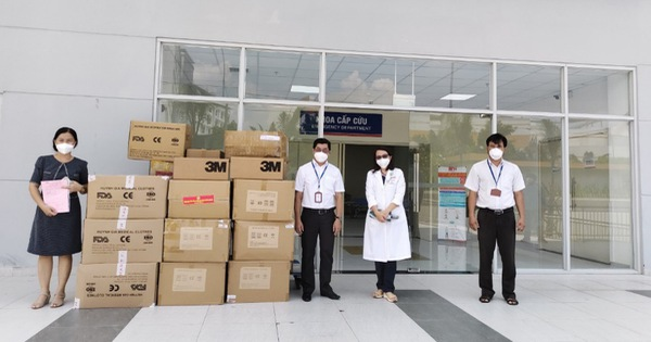 EVNHCMC trao tặng vật tư y tế cho Bệnh viện truyền máu huyết học TP.HCM