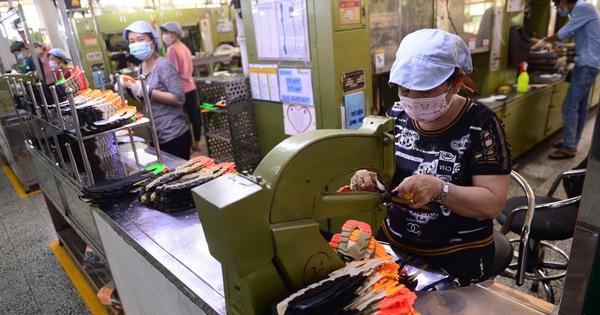 Diễn đàn 'Từng bước mở cửa kinh tế an toàn, hiệu quả': Cần sớm khôi phục sản xuất