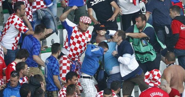 Hooligan ở Euro 2016:Hình ảnh của châu Âu ngày càng chia rẽ - Tuổi Trẻ  Online